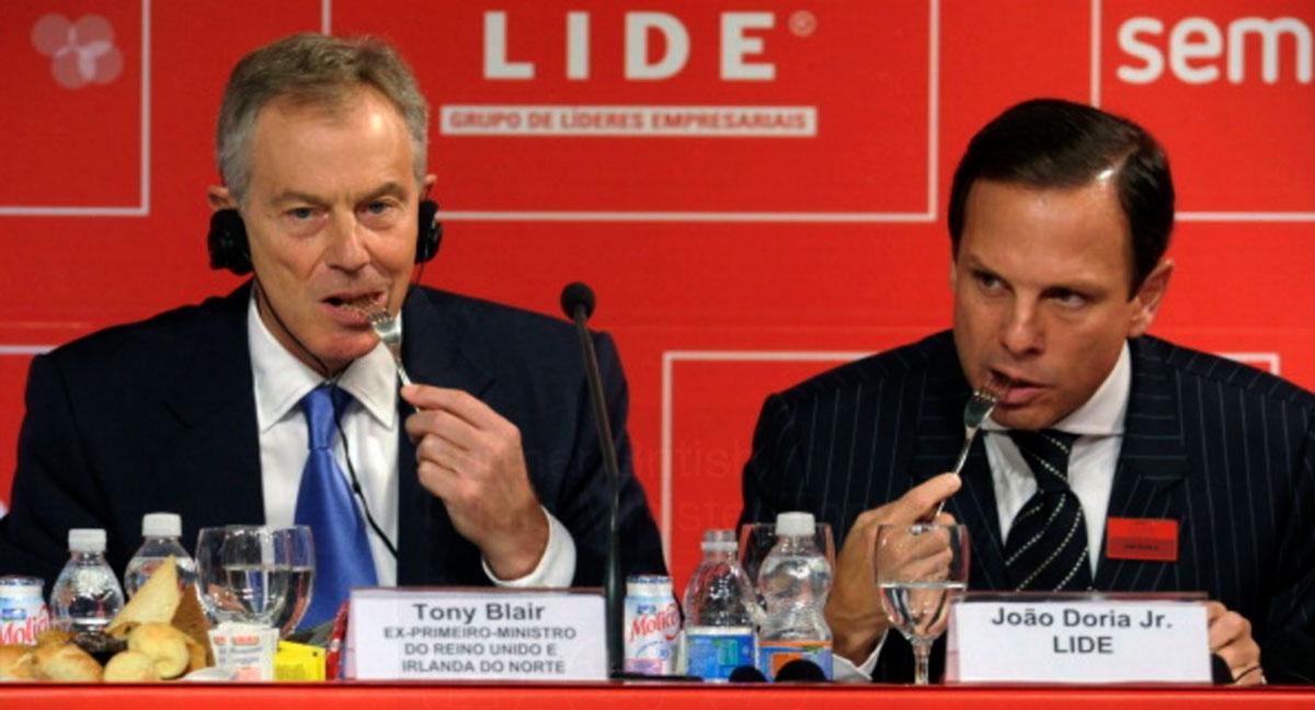 Doria comendo com Tony Blair