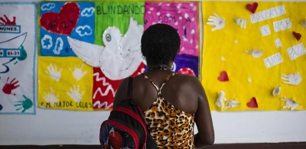 Violência impede mil alunos de estudar por dia no Rio; escola onde aluna morreu lida com tiroteios.
